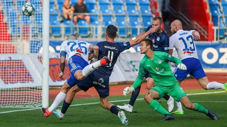 Soi kèo Banik Ostrava vs Ceske, 23h00 ngày 28/8, VĐQG CH Séc