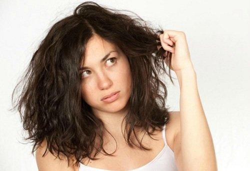 Mơ thấy mái tóc bẩn thiu, hôi hám là điềm báo gì ? Tốt hay xấu?